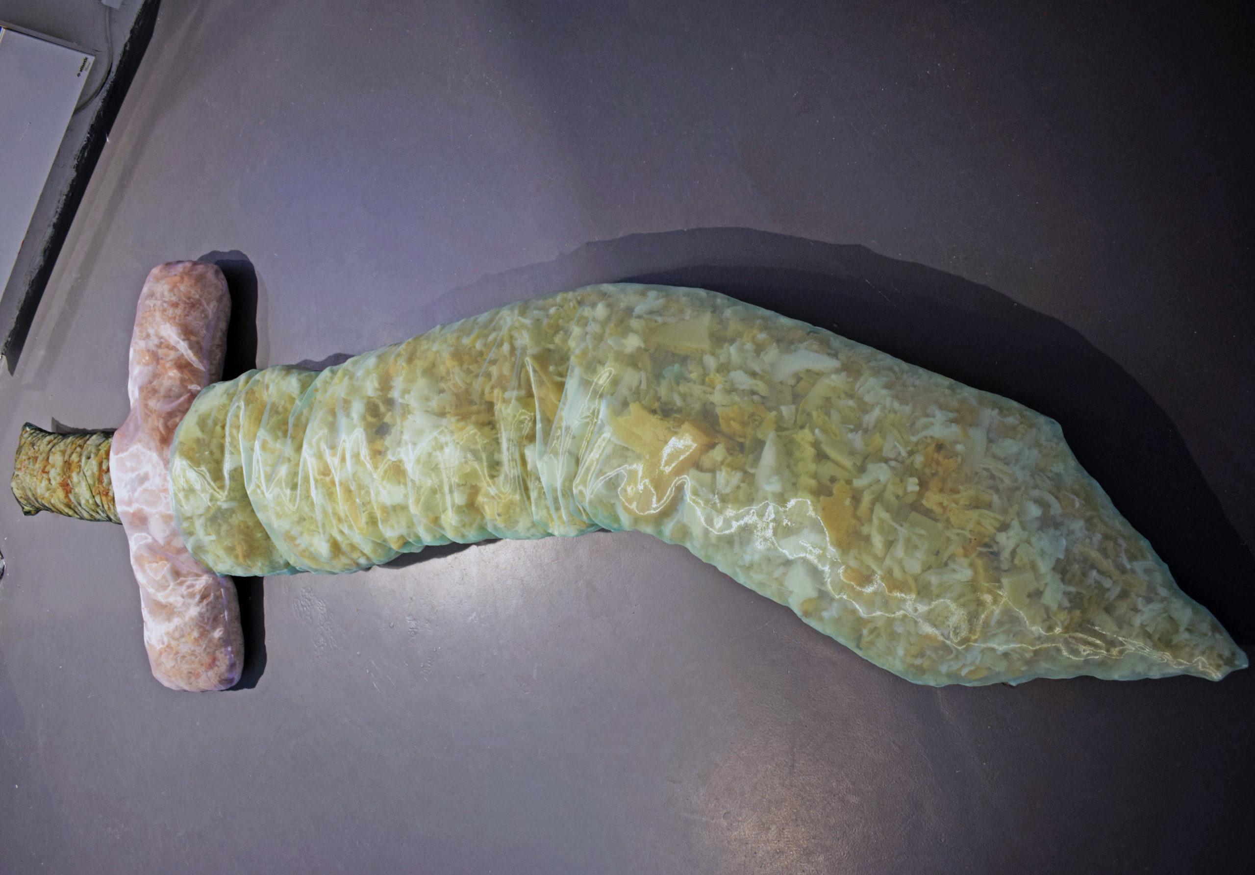 Léna Gayaud, Épée molle, 2019, tissus et mousse