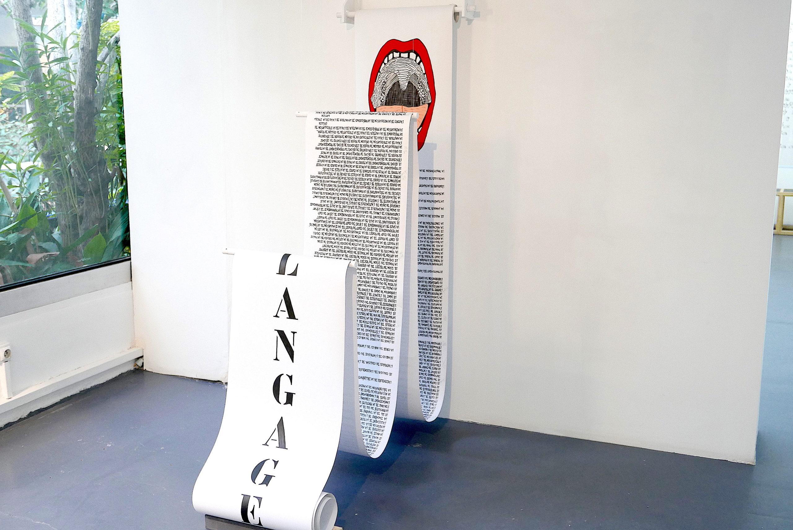 COMPLEMENTS DE NOMS - LE LANGAGE - 2010. Support de lecture, rouleau manuscrit.