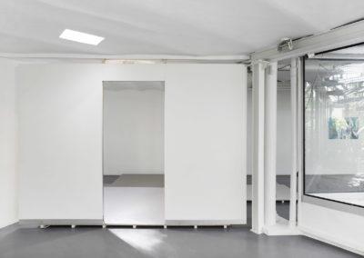 La salle blanche, 2018, Cloisons modulaires LSB, polynet, laine de roche, aluminium. Crédit photo : Philippe Munda