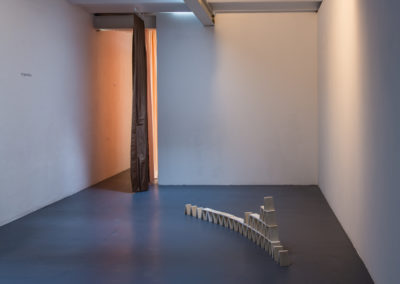 Vue d'exposition Liminal, installation de Flore Saunois © Photo Aurélien Meimaris | art-cade*