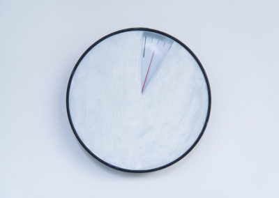 Tzu-Chun Ku, Breathing taking, 2020, pastel à l'huile, horloge. © Photo Aurélien Meimaris | art-cade*