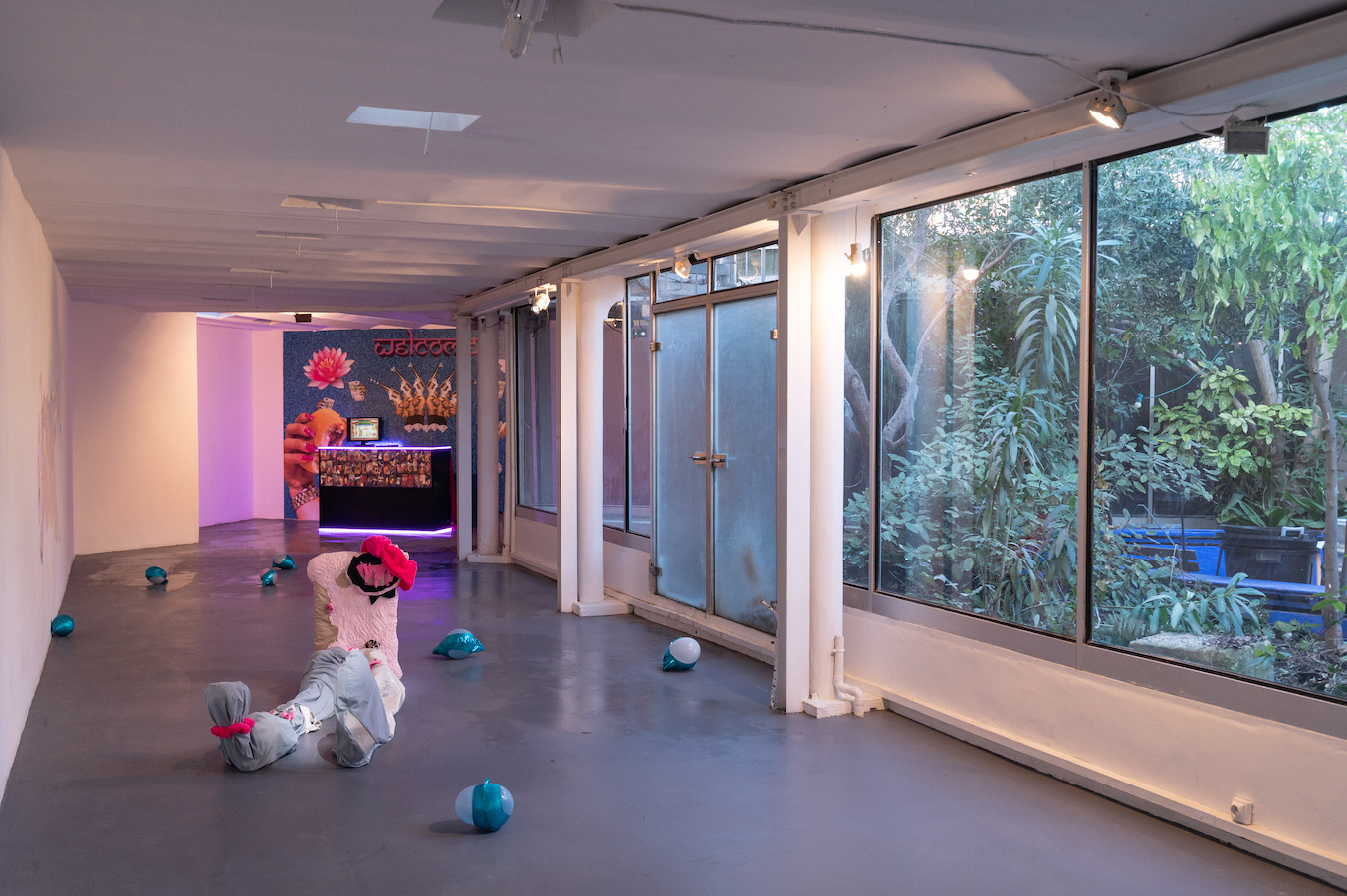 Vue d'exposition La relève III, installation Sarah Netter, installation Silina Syan, 2021 © Photo Raphaël Arnaud | art-cade*
