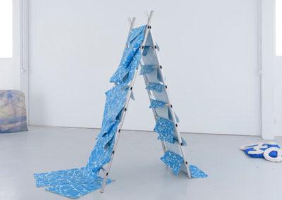 Léa Laforest, Tropical Islands, 2018, installation avec sérigraphies, céramiques, impressions numériques, triptyque vidéos © Clément Girardin  | art-cade*