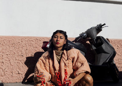 Fabienne Guilbert Burgoa, No se viste, se reivindica, 2020, extrait d'action, composition textile et céramique, Marseille, France © Fabienne Guilbert Burgoa | art-cade*