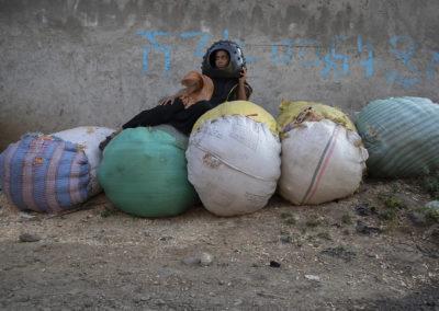 Fabienne Guilbert Burgoa, Rawness, 2019, photographie tirée sur canevas, composition textile et céramique, 120 x 180 cm, Addis Ababa, Éthiopie © Fabienne Guilbert Burgoa | art-cade*